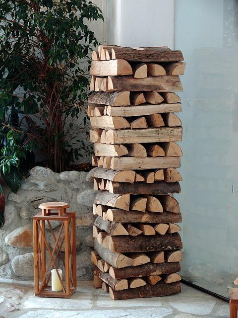 das beste Brennholz für den Kamin finden