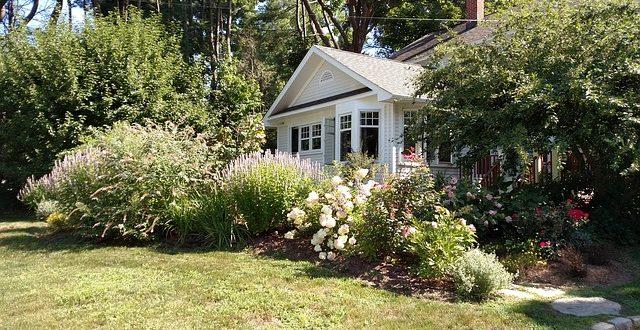 einfahrt und vorgarten liebevoll gestalten. Black Bedroom Furniture Sets. Home Design Ideas