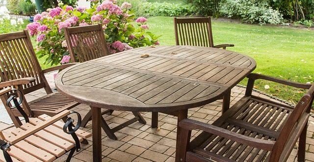 Pflege von Gartenmöbeln